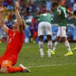 Dirk Kuyt op knieën
