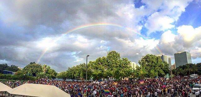 Regenboog tijdens herdenking Orlando